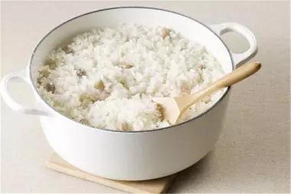 米饭是不是全谷类食物 米饭属于什么食物