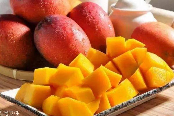 食用芒果有什么要注意的呢 吃芒果有什么好处呢