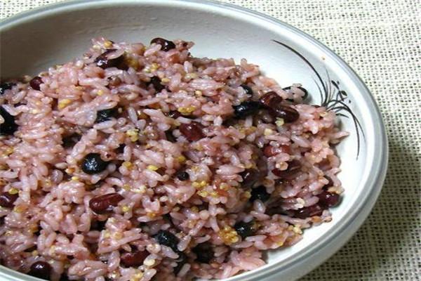 米饭有脂肪吗 米饭的脂肪高吗
