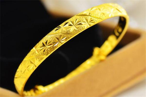 黄金手镯怎么清洗变亮 黄金手镯清洗小窍门