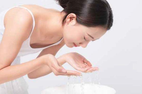 敷完生理盐水要洗脸吗 生理盐水敷脸后需洗吗