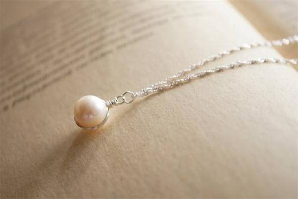 珍珠项链能用牙膏洗吗 珍珠项链清洗注意事项