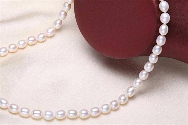 珍珠项链脱皮是假的吗 珍珠项链为什么会脱皮