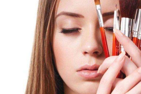 眼影刷尺寸怎么选 如何选择和使用眼影刷