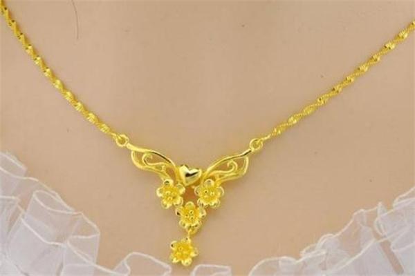 黄金项链适合年轻人戴吗 年轻人买黄金项链还是白金