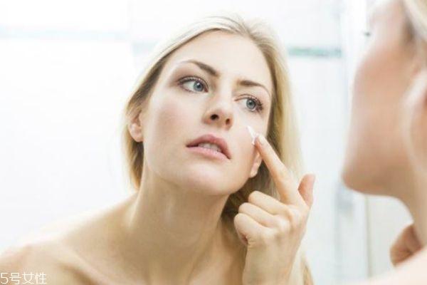 化妆后长痘痘怎么办 怎样避免化妆闷痘