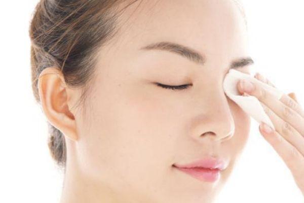 为什么化妆后会容易长痘痘 经常化妆还想避免长痘怎么办