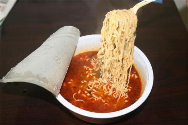 泡面热量大还是米饭热量大 泡面和米饭哪个热量大