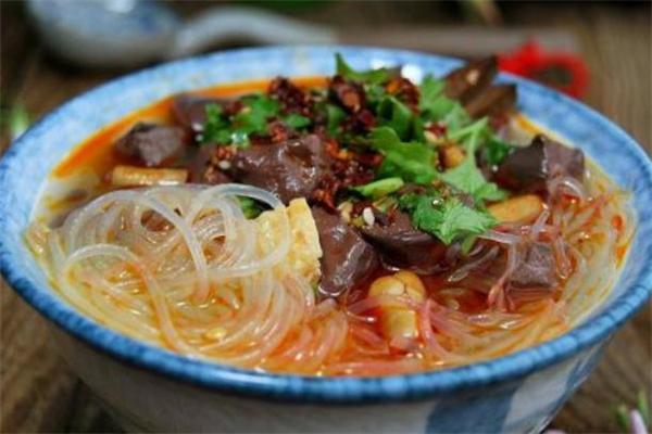 鸭血粉丝汤怎么做好吃呢 鸭血粉丝汤是哪个地方的特产呢