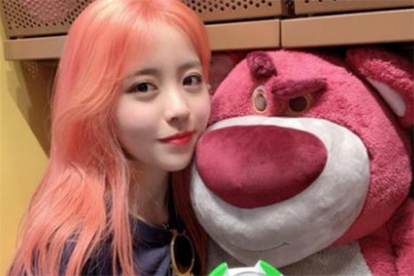 粉橙色头发是什么颜色 粉橙色适合暗黄皮肤吗