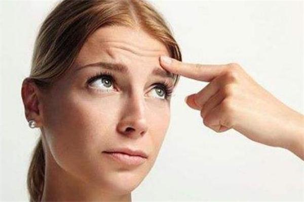 造成抬头纹的原因有什么呢 为什么会有抬头纹呢