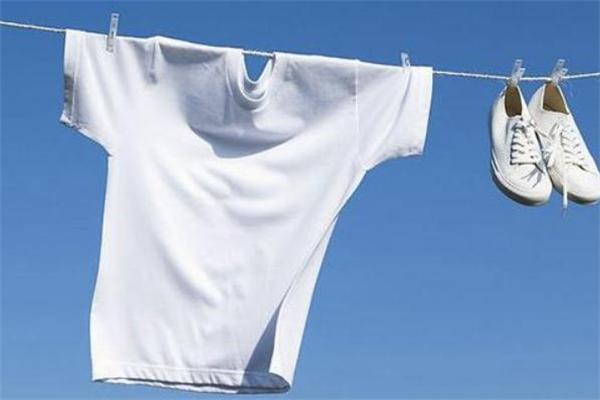 小苏打洗衣服怎么洗 小苏打怎么洗白衣服