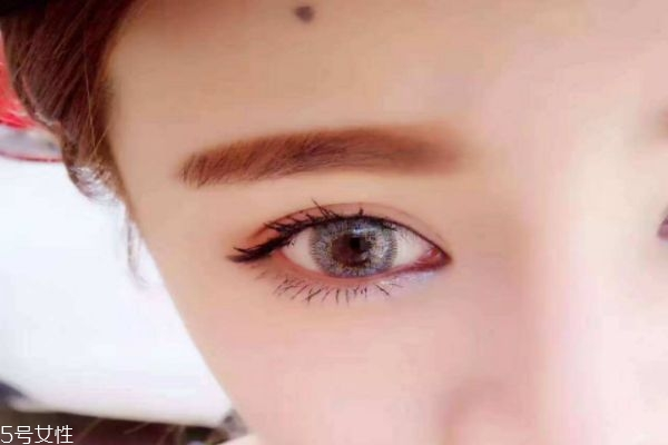 带美瞳对眼睛有什么伤害吗 美瞳一天可以带几个小时呢
