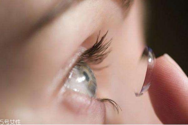 美瞳应该怎么护理呢 美瞳的药水多久换一次呢