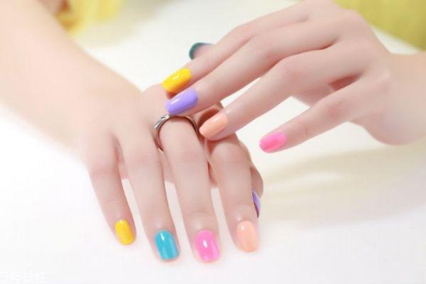 指甲应该不应该留太长呢 指甲油有什么种类呢