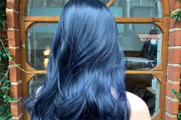 蓝黑色头发需要漂吗 蓝黑色头发不漂可以染吗