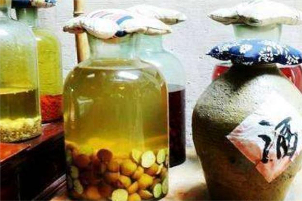 板栗泡酒用生的还是熟的 板栗泡酒用什么型的酒