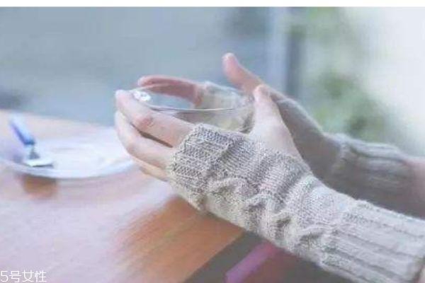 为什么有的人手脚容易冰凉呢 手脚冰凉的人应该怎么呢