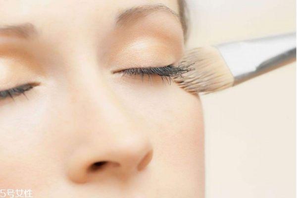 定妆粉的用法步骤图片