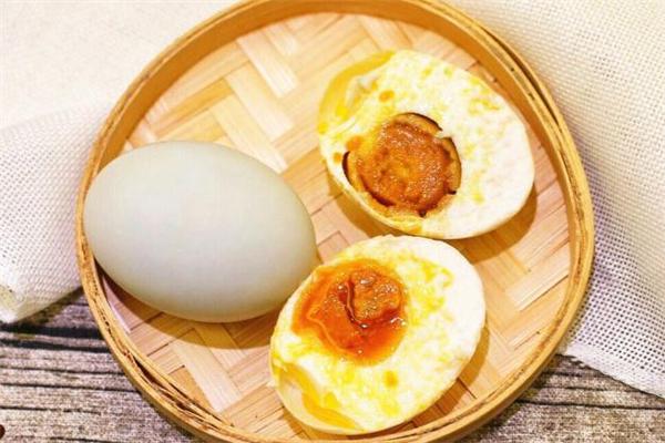 咸鸭蛋可以每天吃一个吗 每天一个咸鸭蛋对身体有害吗