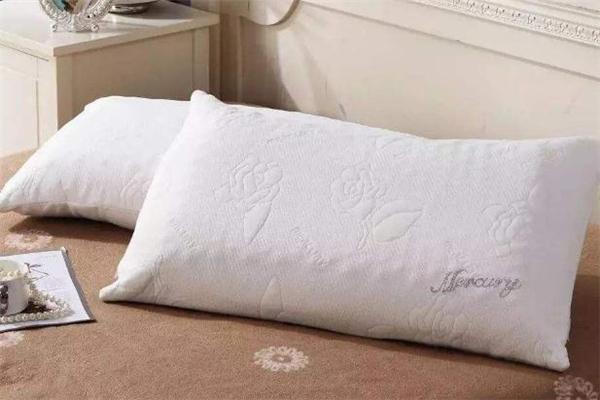 乳胶枕味道刺鼻正常吗 乳胶枕头为什么有橡胶味