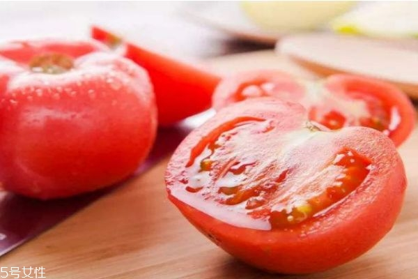 西红柿不能和什么一起吃呢 吃西红柿有什么要注意的呢