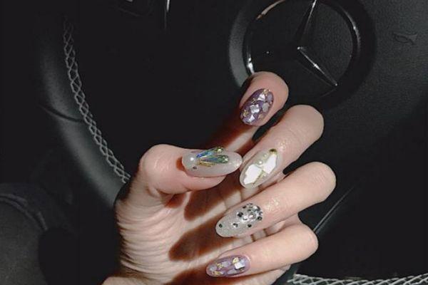 做哪些美甲可以显得手指比较长 美甲时要注意什么