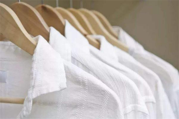 衣服发黄可以用苏打粉洗吗 小苏打怎么洗发黄的衣服