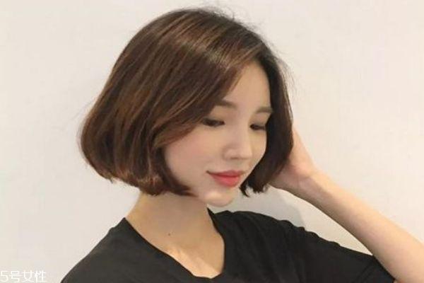 短发烫发之后怎么吹 今年最流行的短发发型图片