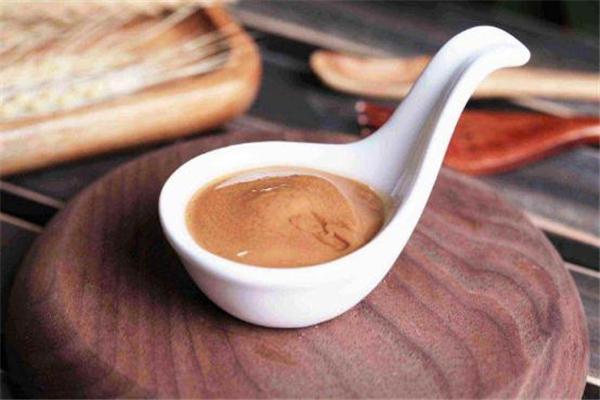 芝麻酱用什么油调更香 调芝麻酱用热水还是冷水好
