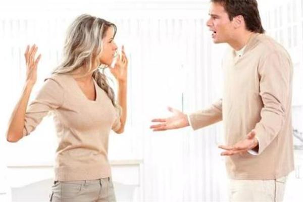 夫妻经常吵架该离婚吗 夫妻经常吵架怎么办