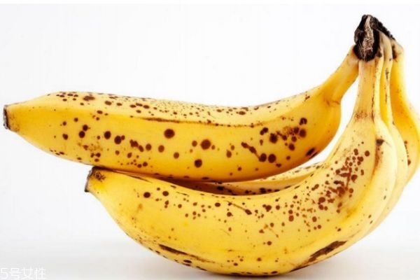 香蕉为什么会变成黑色呢 香蕉变成黑色可以吃吗