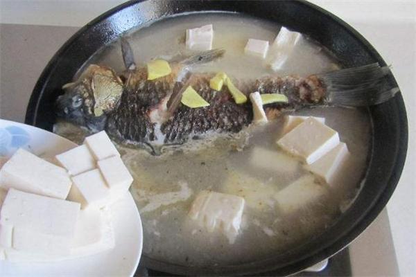 鲫鱼豆腐汤用什么豆腐 鲫鱼豆腐汤豆腐要煎吗