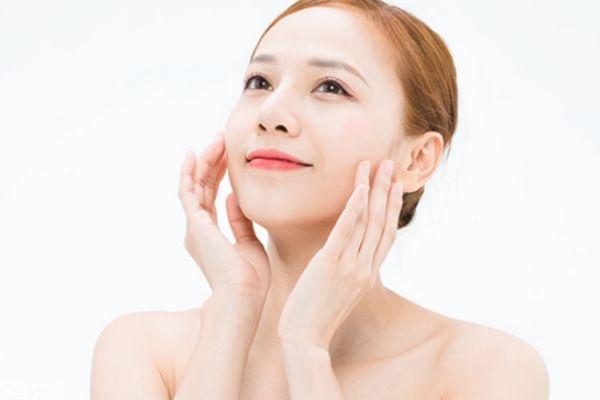 油性敏感肌肤用什么护肤品 油性敏感肌护肤技巧