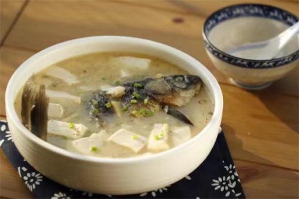 鲫鱼豆腐汤孕妇能吃吗 鲫鱼豆腐汤孕妇喝了有什么好处