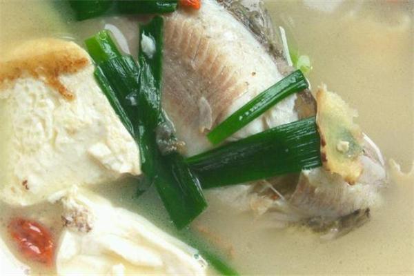 鲫鱼豆腐汤放牛奶吗 鲫鱼豆腐汤怎么做汤白