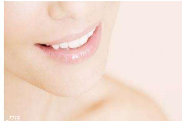 长期涂口红有什么危害吗 应该怎么保养唇部呢