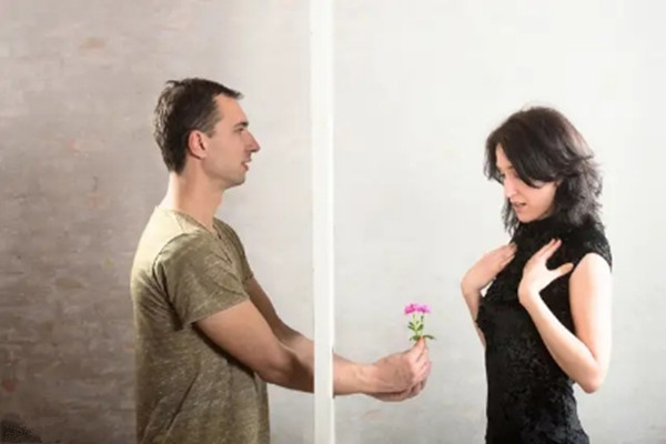 老公有了外遇怎么办 男人不爱了的四大表现