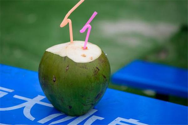 喝椰子汁拉肚子怎么回事 椰子汁是寒性的吗