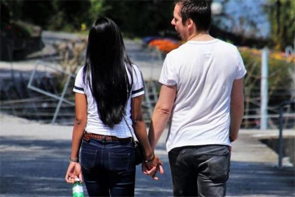 女生28岁没谈过恋爱正常吗 和男生接触不自在怎么办