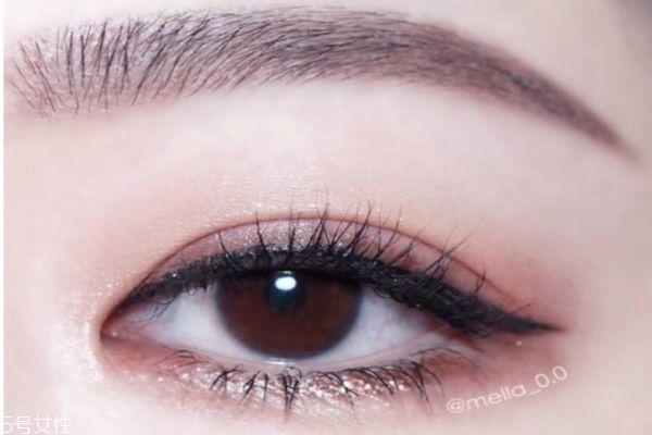 先画眼影还是先涂睫毛膏 先画眼影还是先夹睫毛