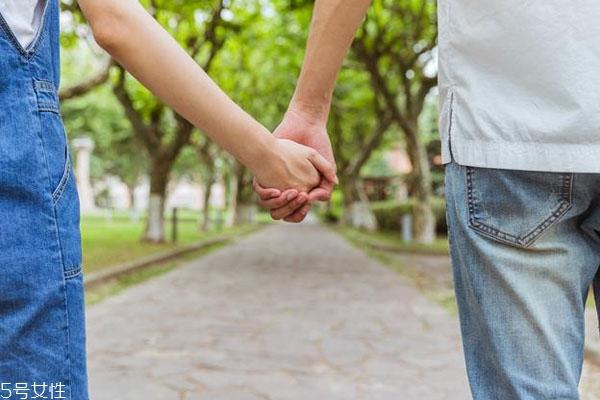 为什么异地恋容易分手 异地恋怎么维持感情