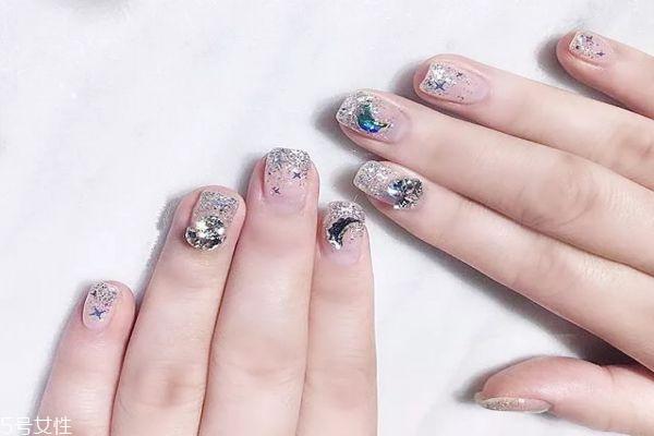 一种指甲油怎么涂好看 教你涂个漂亮的指甲油