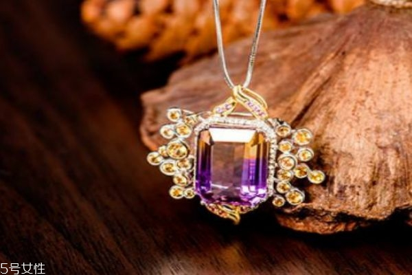 紫黄晶应该怎么保养呢 紫黄晶的佩戴有什么注意呢