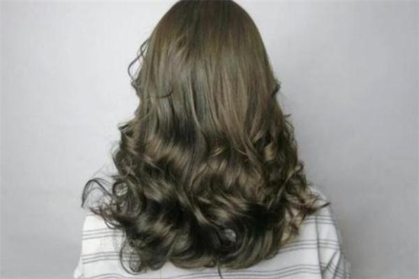 冷棕色适合什么肤色 冷棕色头发显白吗