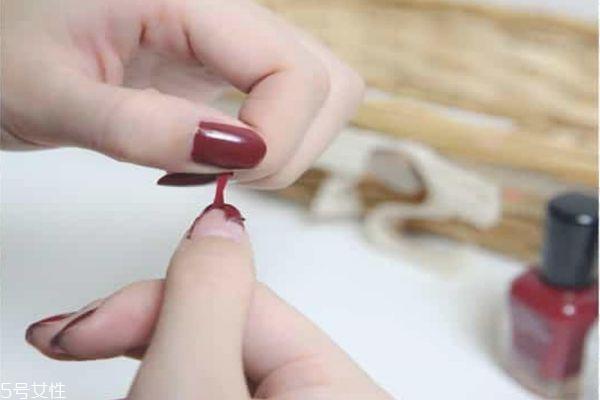 撕拉指甲油容易掉落怎么办 如何让可撕指甲油不掉