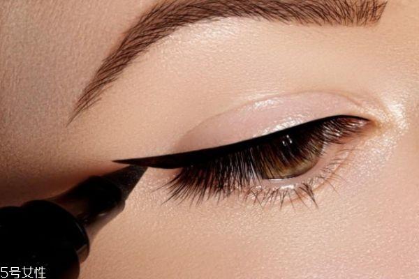 初学者怎么画好眼线 新手画眼线的步骤