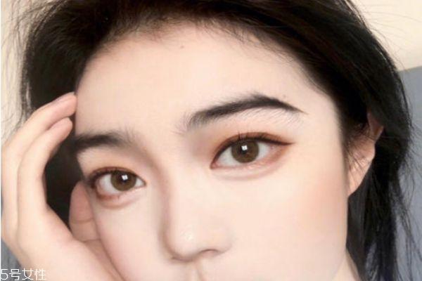 自己如何画眼线好看 画眼线的技巧有哪些