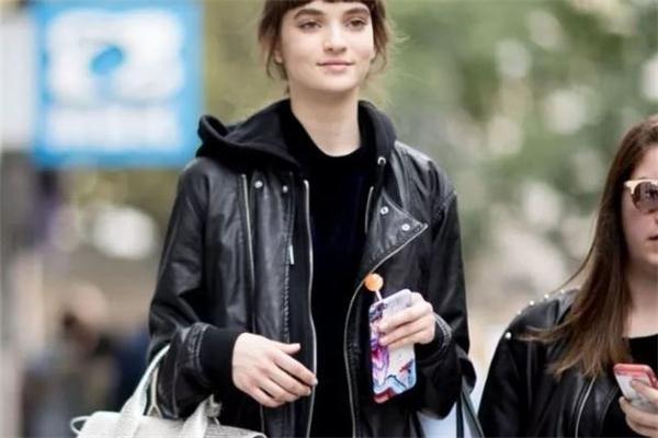 黑色卫衣配什么外套好看 黑色卫衣搭配外套图片