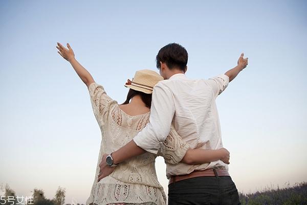 大学生应该怎么对待校园恋爱 校园恋爱要注意什么